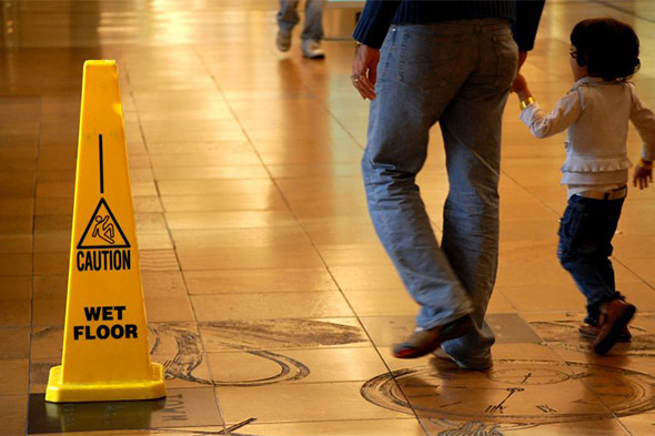 caution sign to avoid slip and fall